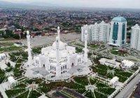 Путин поздравил мусульман с открытием крупнейшей мечети Европы