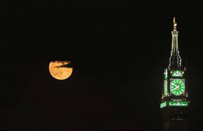 10 потрясающих фото суперлуния над Запретной мечетью в Мекке