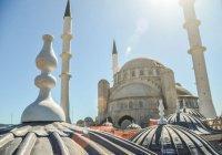 В Соборной мечети Крыма начали декоративную роспись (Фото)