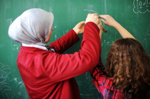 Учителям в Австрии хотят запретить ношение хиджаба.