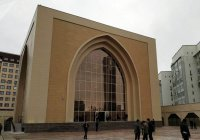 В Киргизии закрыли мечеть, построенную Атамбаевым