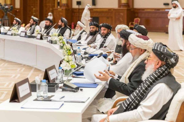 США и талибы продолжают переговоры по условиям соглашения.