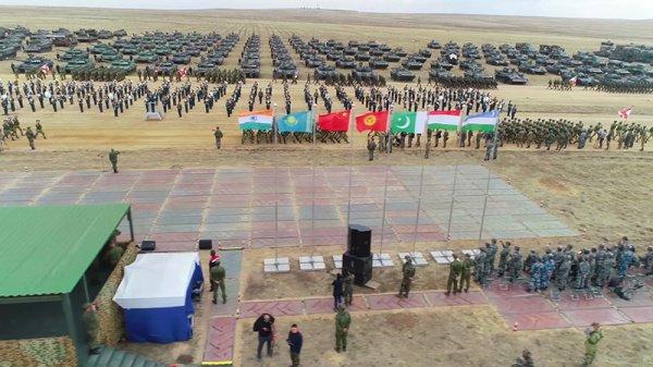 Участие в учениях примут порядка 128 тысяч военнослужащих.