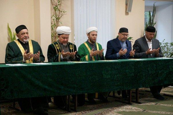 Мероприятие началось с чтения аятов из Священного Куръана.