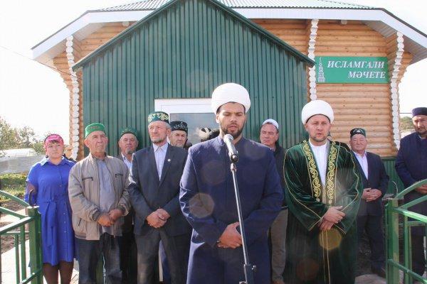 Площадь мечети составляет 80 квадратных метров.