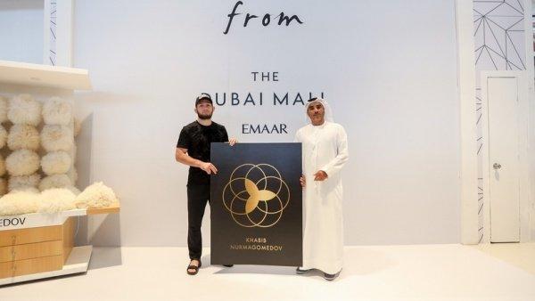 На церемонии в Дубае.