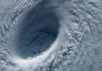 Урагану «Умберто» присвоили вторую категорию