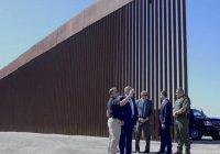 Трамп оставил подпись на стене на границе с Мексикой