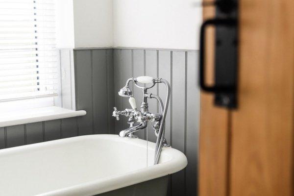 По словам медиков, если мыться ежедневно, то снизится защитный барьер кожи