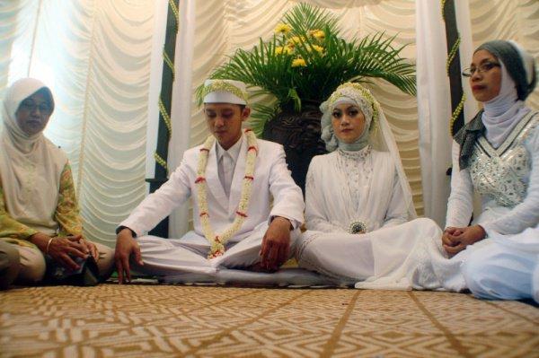 В Индонезии добрачные связи признают преступлением.