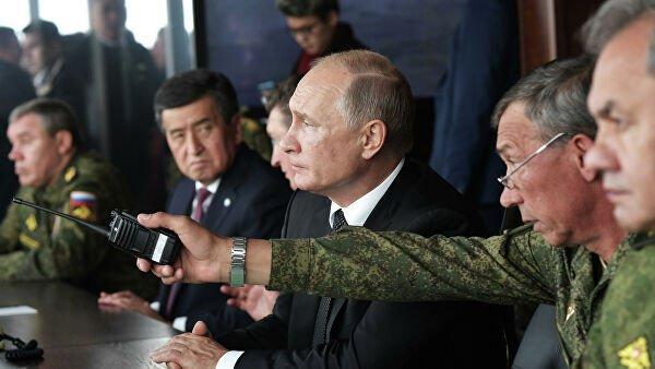 Президенты России и Киргизии на учениях.