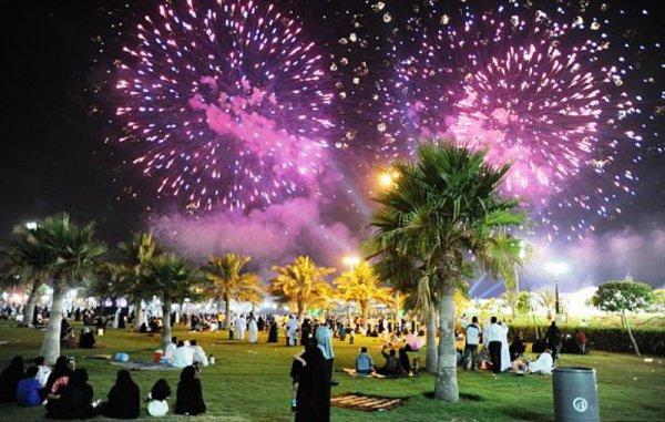 Жители Саудовской Аравии отмечают национальный праздник.