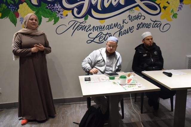 Начальник отдела по вопросам шариата ДУМ РТ Булат хазрат Мубараков и преподаватель РИУ, автор книг и статей по акыде, ханафитскому фикху Ахмад аль-Ханафи.