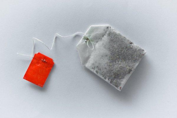 Многие производители марок чая используют не бумажные, а пластиковые пакетики