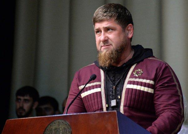 """В Чечне развеяли слухи о """"тяжелой"""" болезни Кадырова."""