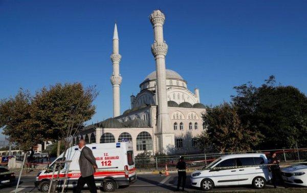 Частично разрушенный минарет мечети.