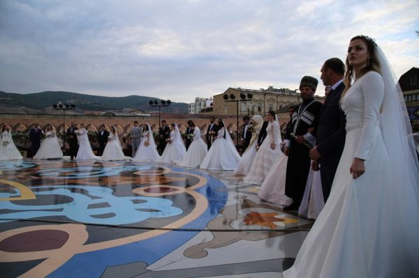 Самую многонациональную свадьбу сыграли в Дербенте.