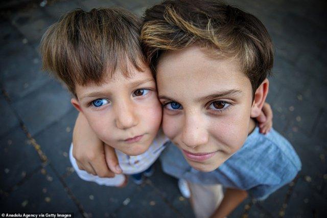 11-летний Мехмет и 4-летний Керем Селманы.