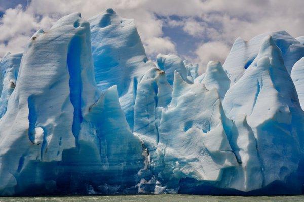 Эксперты также обратили внимание на катастрофическое таяние ледника Туэйтса в Антарктиде, который каждый год сокращается на 800 м