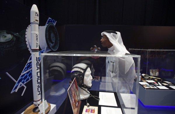 В ОАЭ воодушевлены полетом первого гражданина страны в космос.