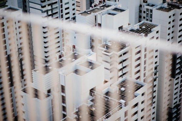 Запрет не распространяется на комплексную застройку территорий и достраивание домов обманутых дольщиков