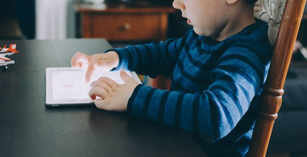 У детей, пользующихся Интернетом, выше успеваемость по сравнению с детьми, которые им не пользуются вовсе или пользуются ограниченно