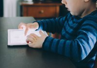 Названо оптимальное время нахождения детей в Интернете