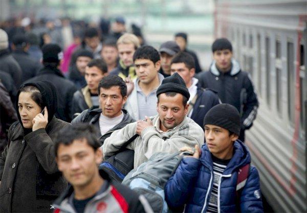 В Росстате заявили о росте числа трудовых мигрантов в России.