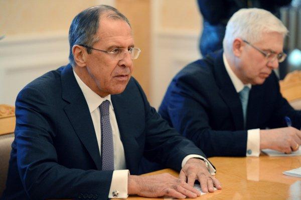 Глава МИД РФ продолжает визит в Казахстан.