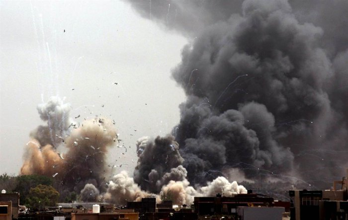 В Афганистане десятки мирных жителей погибли в результате авиаударов США.