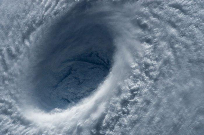 Это уже 19-й тайфун в нынешнем году, приходящий в страну