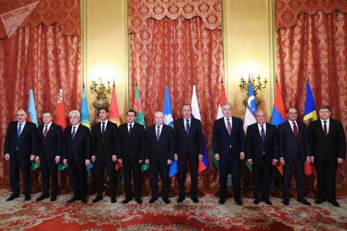 Главы МИД стран СНГ на встрече в Ашхабаде.