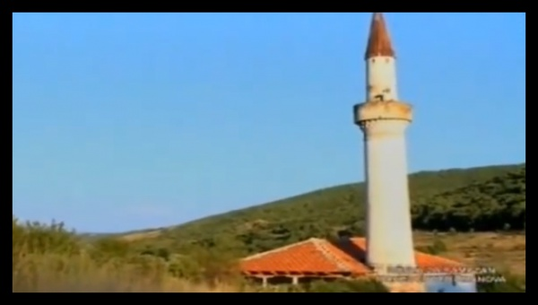 В этой деревне уже давно никто не живет, но азан здесь звучит регулярно...