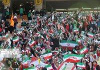 Иранские женщины впервые за 40 лет посетили футбольный матч на стадионе (Фото)
