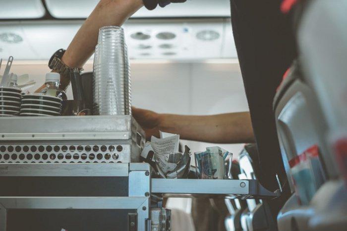 По словам стюардессы, на первый взгляд ее работа может выглядеть как мечта