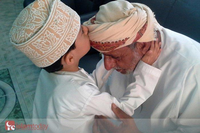 Как требует относиться к родителям Ислам (Источник фото: youtube.com)