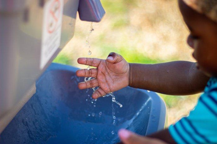 Частое мытье рук родителей с мылом содействует падению смертности среди детей раннего возраста