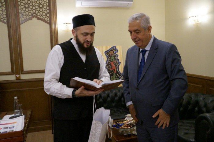 Камиль Самигуллин и Исмет Эрикан в муфтияте.