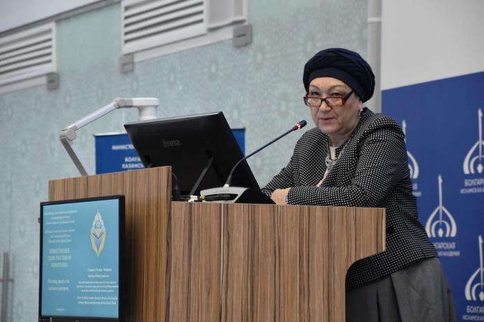 Исполнительный директор Фонда стратегического партнёрства с исламским миром, начальник Центра межрелигиозного диалога БИА Эльмира Садыкова