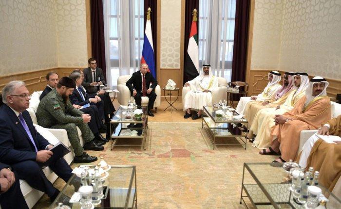 В ходе визита в Абу-Даби Владимир Путин встретился с представителями деловых кругов РФ и ОАЭ.