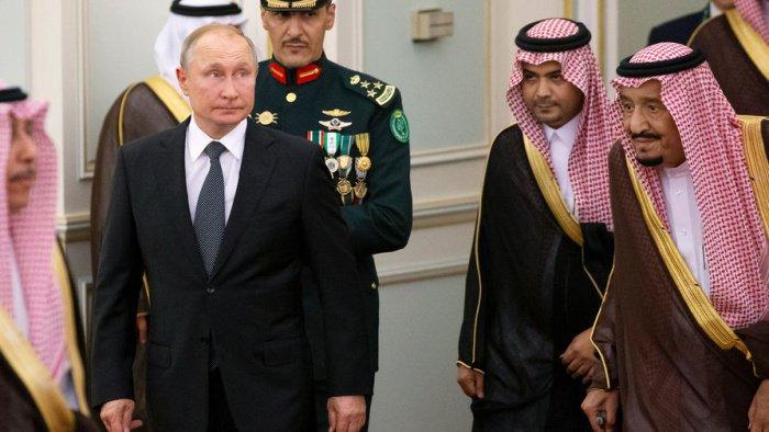 Владимир Путин посетил Саудовскую Аравию и ОАЭ 14 и 15 октября.