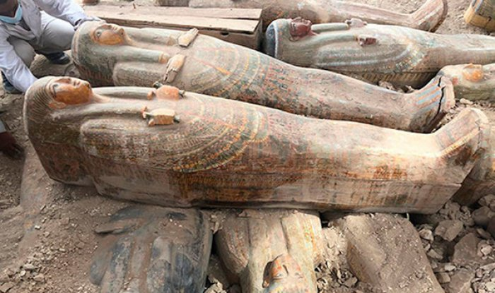 В Египте нашли сразу 20 запечатанных саркофагов (Фото)