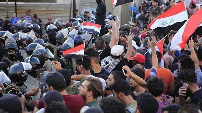Массовые протесты прошли по всему Ираку.