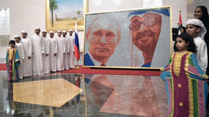 Владимир Путин посетил ОАЭ 15 октября.
