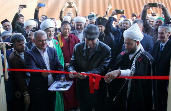 Участие в открытии приняли представители традиционных религиозных конфессий.