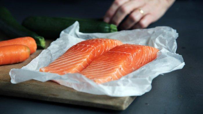 Дефицит жиров в организме можно заметить по уровню холестерина и состоянию кожи