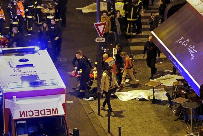 Жертвами парижских терактов стали 130 человек.