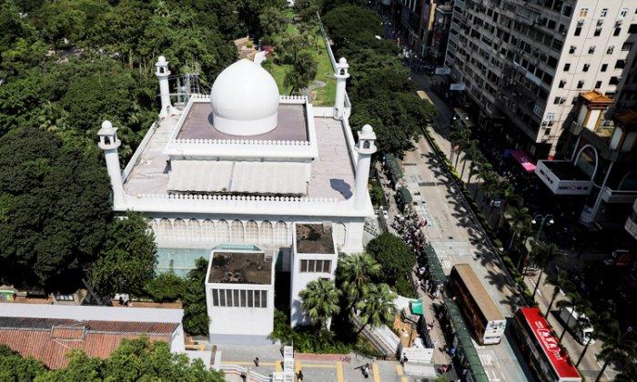 В результате протестов в Гонконге пострадала мечеть.
