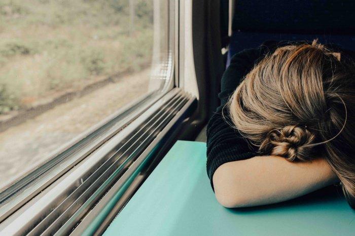 Важно помнить, на какой стороне кровати спит путешественник дома — справа или слева: ему нужно выбрать ту же сторону самолета