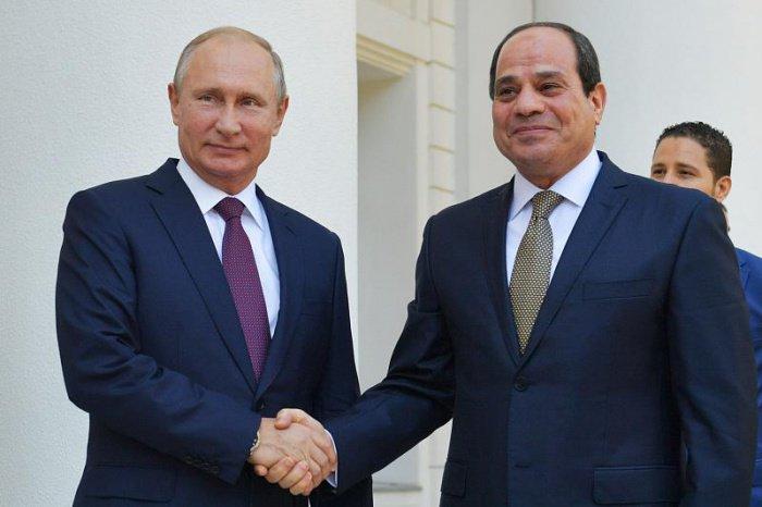 Президенты России и Египта проводят переговоры в Сочи.